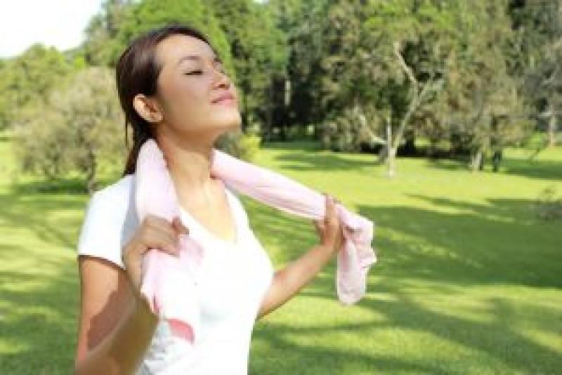 Sfatul medicului: Remedii naturale pentru combaterea transpiratiei