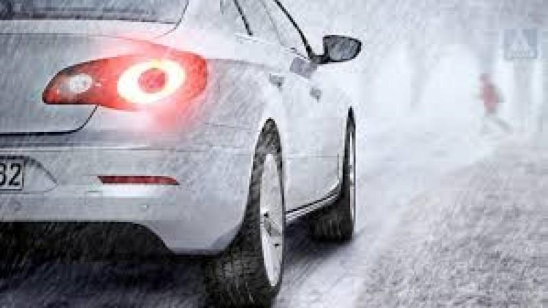Sfaturi de la specialiști: Cum să-ţi protejezi maşina pe timp de ger!