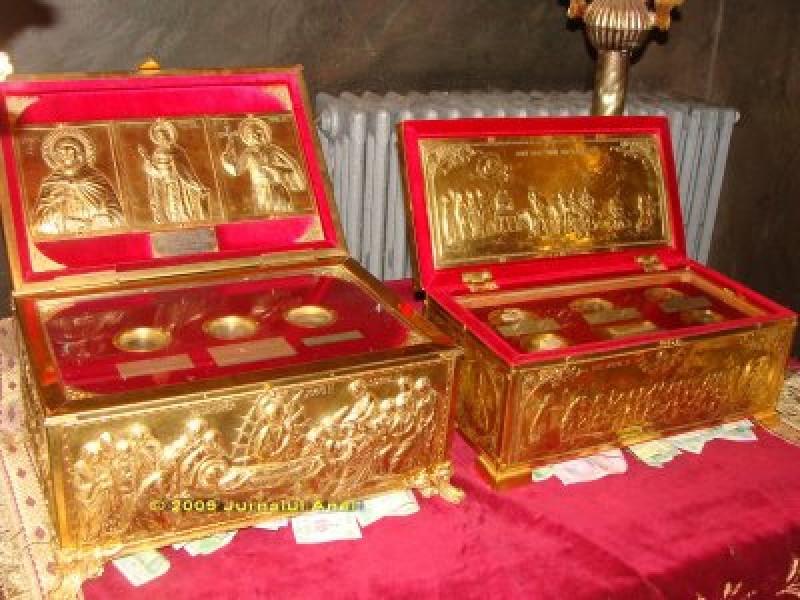 Sfinte Moaste la Biserica Sf. Cuvioasa Parascheva din Botosani! - Vezi programul liturgic