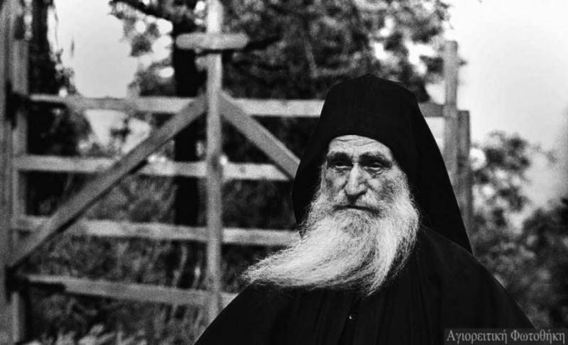 Sfinţii Botoşanilor: Stareţul Dionisie Ignat de la Colciu (22 septembrie 1909, Vorniceni - 11 mai 2004, Athos)