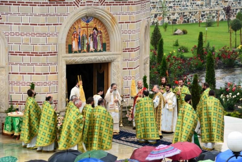 Sfinţii Români, prăznuiţi la Mănăstirea Zosin!