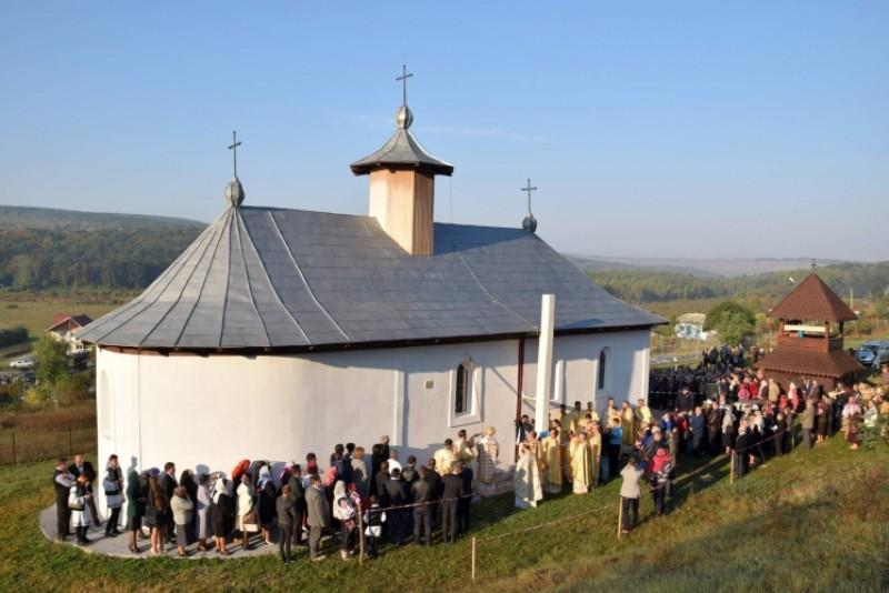 Sfinţire de biserică la Balta Arsă!
