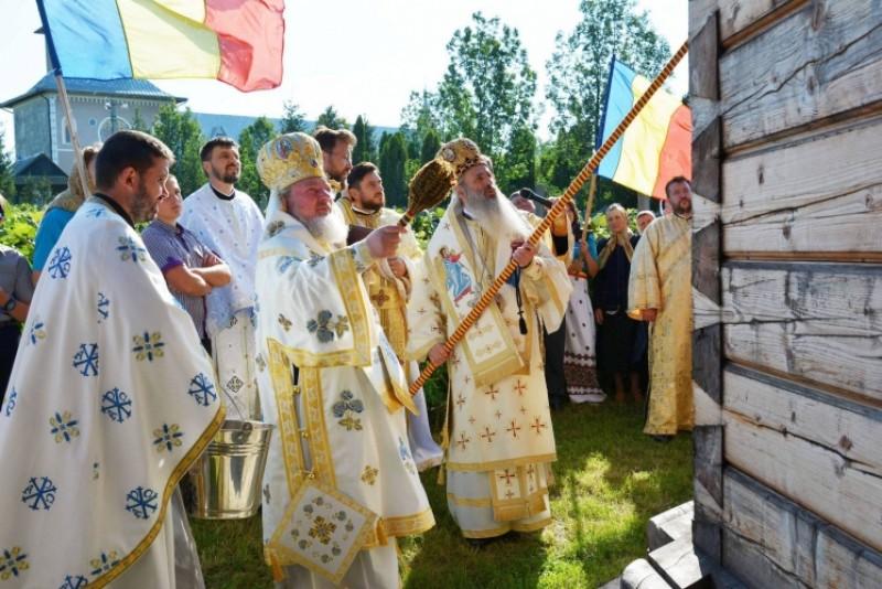 Sfinţire de biserică la Mănăstirea Ştiubieni