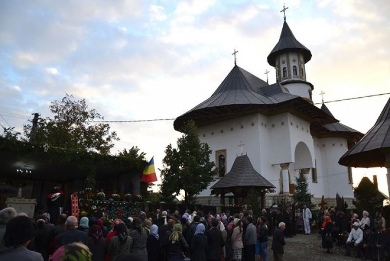 Sfinţire de biserică oficiată de IPS Mitropolit Teofan, în Parohia Nicolae Bălcescu - Flămânzi