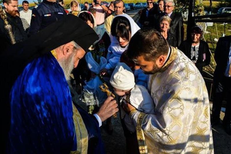 Sfinţirea bisericii din Baranca, la 20 de ani de la începerea lucrărilor de construcţie