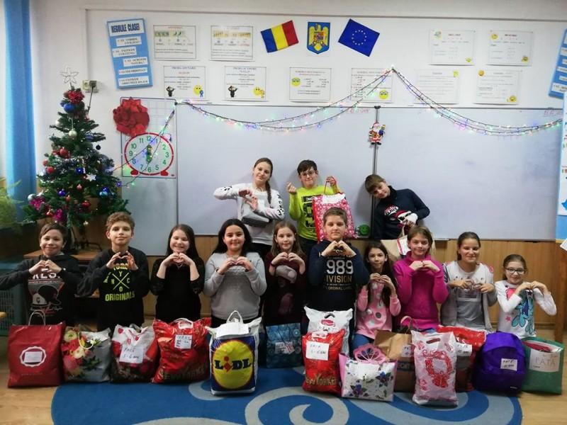 Și tu poți fi Moș Crăciun - Proiect educațional de voluntariat! FOTO