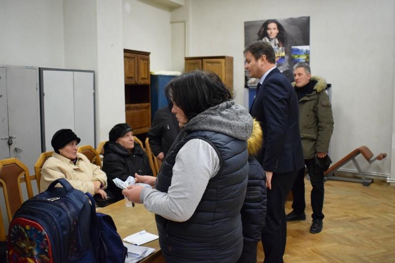 Sinistraţii din blocul afectat de explozia din Primăverii au primit banii de la Guvern - FOTO