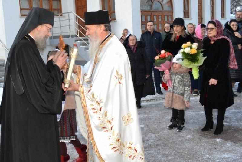 """Slujbă arhierească în Parohia """"Sfântul Ioan Botezătorul"""" Botoşani"""