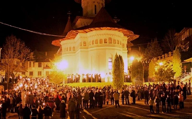 Slujba de Înviere de la bisericile din Botoșani. De Paşte 2021, lumina se împarte în condiţii speciale