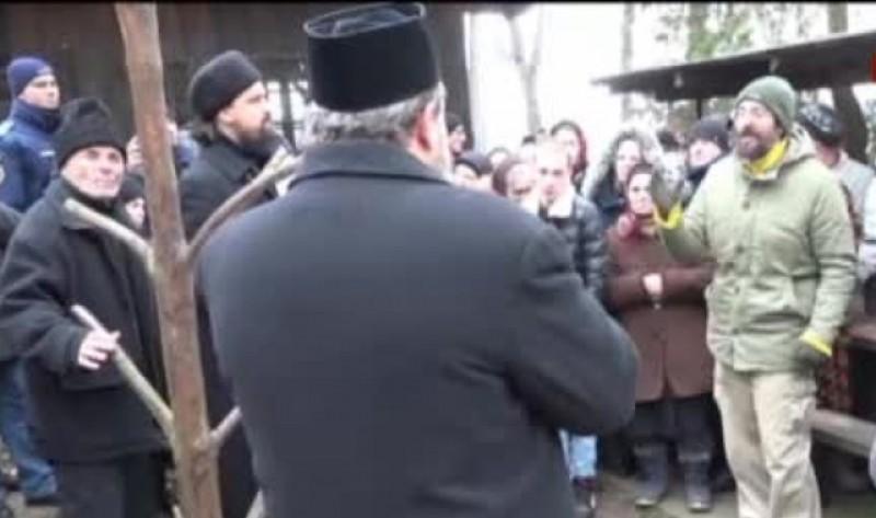 """""""Slujbele"""" săvârşite de preotul Ioan Ungureanu din Schit-Orăşeni nu sunt recunoscute de Biserica Ortodoxă. Mitropolia Moldovei şi Bucovinei a uns un alt preot în localitate"""