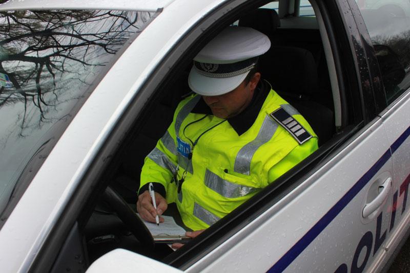 Șofer căutat de Poliție: Nu a oprit mașina după ce a lovit, în viteză, o bătrână!