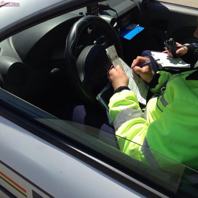 Şofer în vârstă de 62 de ani, fără permis, depistat de poliţişti la Baisa
