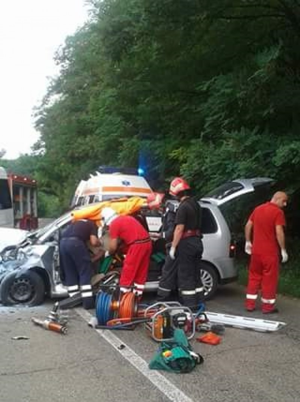 Șofer din Botoșani mort după ce a intrat într-un microbuz!