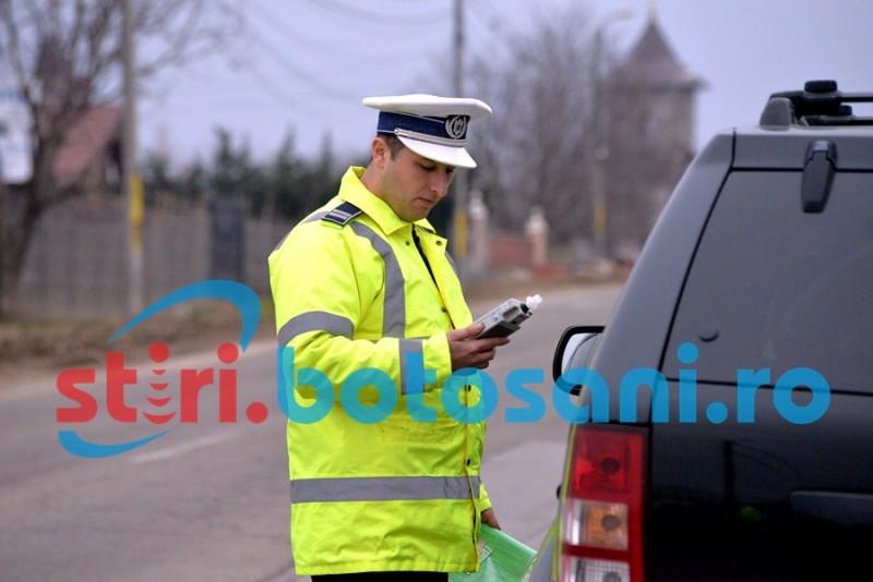 Șofer reținut de polițiști, după ce a fost controlat în trafic!