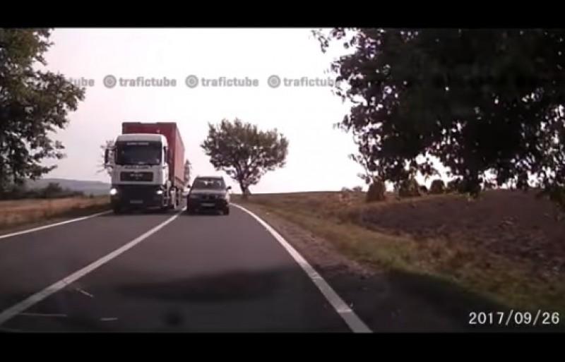 Șoferii ar putea scăpa nepedepsiți pentru depășirea pe linie continuă!