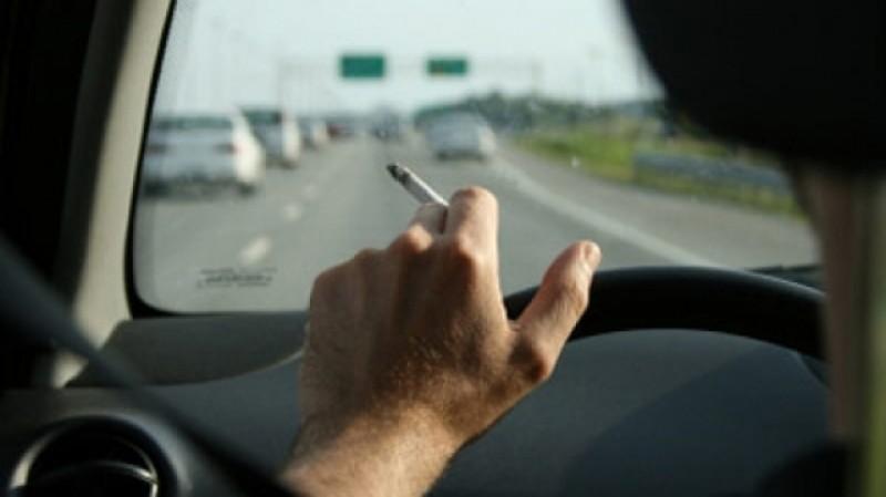 Șoferii care aruncă chiștoacele de la țigări pe jos riscă amenzi de aproape 3000 de lei!