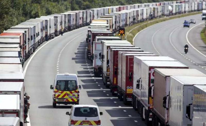 Șoferii de TIR-uri nu vor mai putea sta mai mult de 4 săptămâni în camioane! În plus, perioada de odihnă obligatorie de la sfârșitul săptămânii nu poate să fie petrecută în cabina camionului