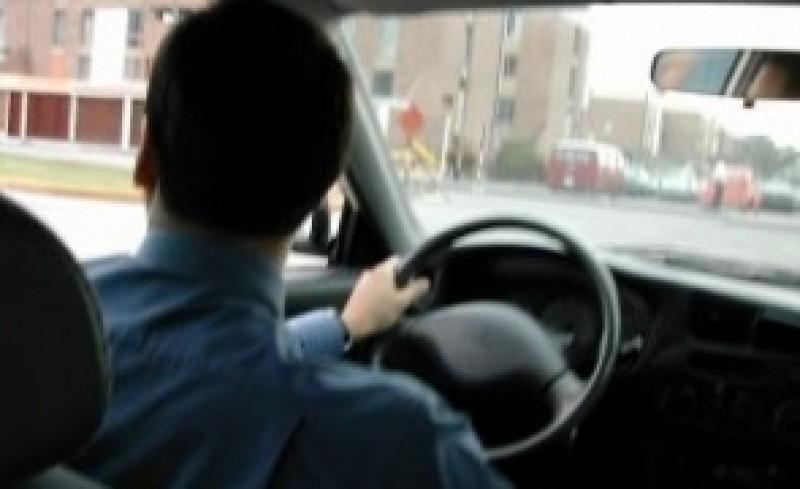 Șoferii vor avea INTERZIS cu tableta la volan: SANCȚIUNILE pregătite de Poliție