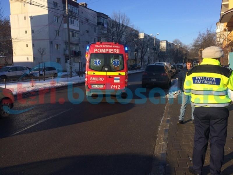 Şoferiţă ajunsă la spital, după un accident rutier petrecut într-un sens giratoriu din municipiul Botoşani!-FOTO