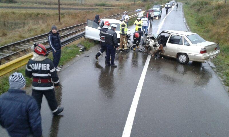 Şoferiţă din Botoşani, implicată într-un grav accident rutier soldat cu şase răniţi! FOTO
