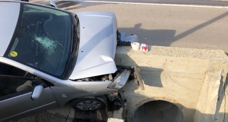 Șoferiță începătoare la volan: O tânără rănită, mașina făcută praf!