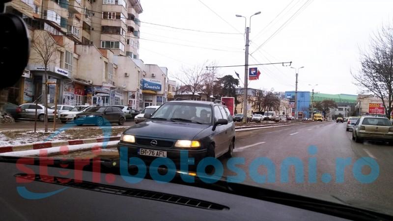 Șoferul care a intrat cu mașina pe contrasens, în centrul orașului, a rămas fără permis! VIDEO