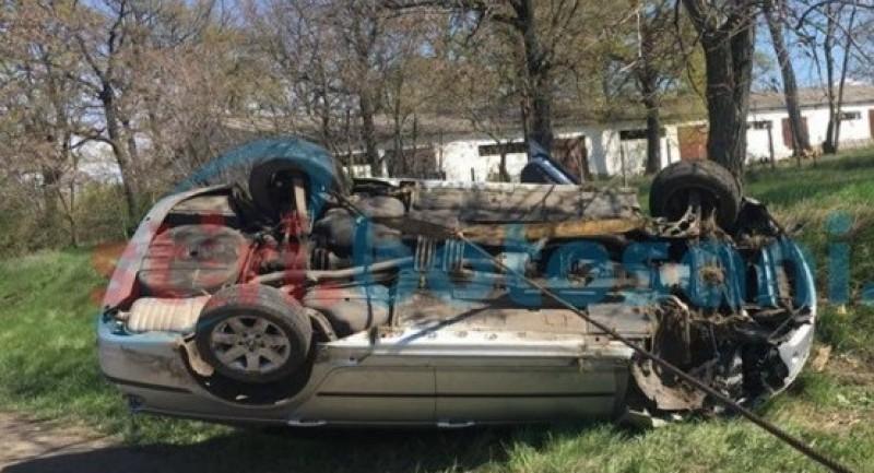 Șoferul cascador. S-a răsturnat cu maşina pe raza localităţii Manoleasa