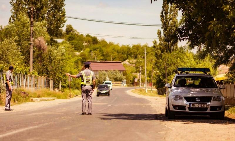 Şofer cu permisul suspendat, depistat în trafic de poliţiştii de frontieră