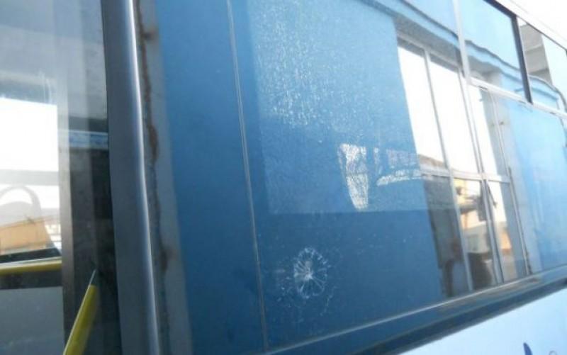 Șoferul și pasagerul unui autocar răniți, după ce pasagerul a sărit brusc de pe scaun!
