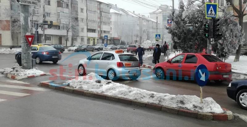 Soluții căutate pentru ca mașinile-școală să nu mai aglomereze străzile din municipiu