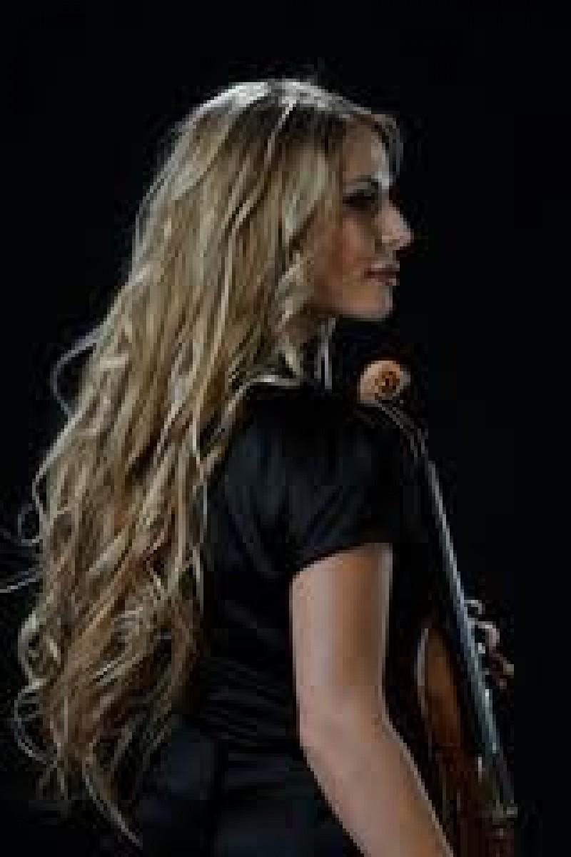 SORANA GATLAN - Fata fascinata de vioara! - VIDEO