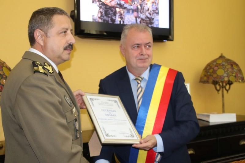 Sorin Ioan Ciobanu și Ionel Lucian Sandu au primit astăzi titlul de cetățean de onoare al municipiului Botoșani.