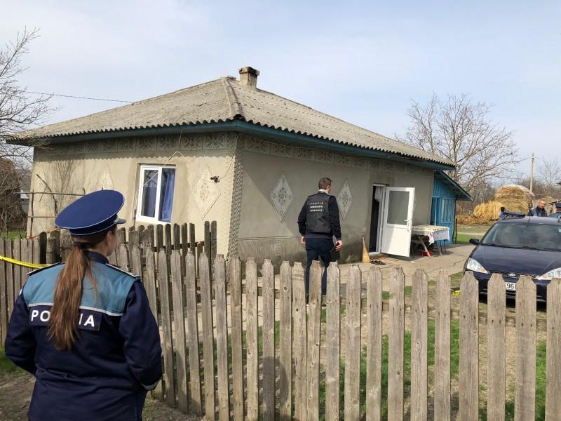 Soț și soție găsiți morți în casă. Criminaliștii trebuie să afle dacă e vorba de dublu suicid sau omor urmat de sinucidere! FOTO