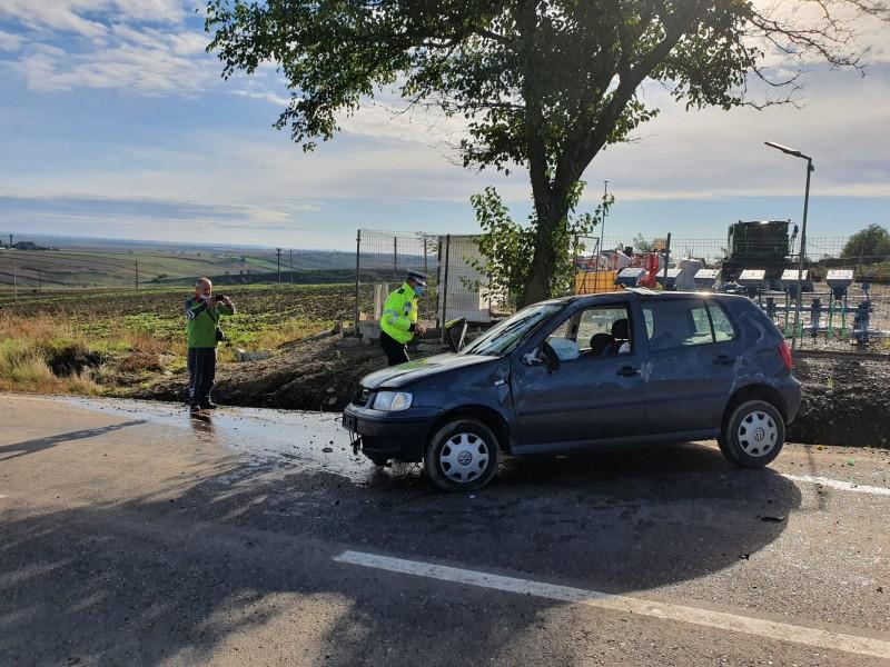 Soți grav răniți într-un accident rutier la Cucorăni
