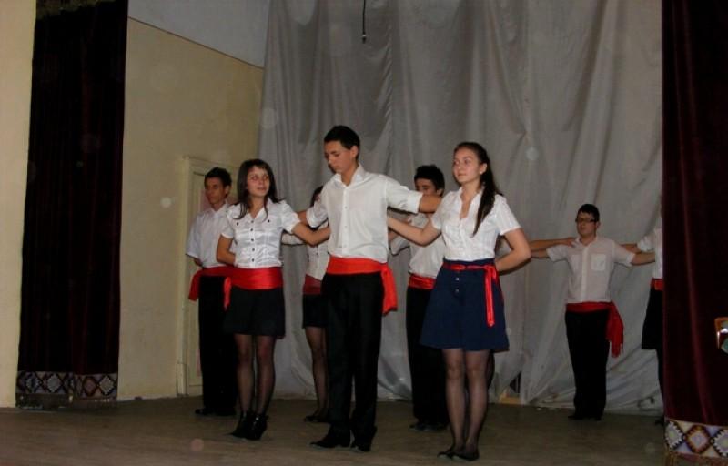 Spectacol pe Pietonalul Unirii, cu Trupa de dans grecesc Katharsis!