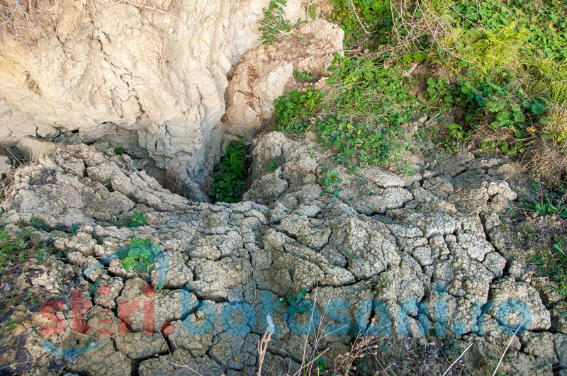 Spectacolul naturii la Oneaga: Vulcanii noroioşi de la humărie! GALERIE FOTO, VIDEO