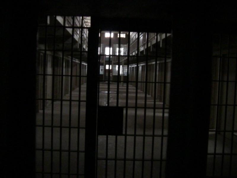 Spiriduşul din Penitenciarul Botoşani. Asistentul social care se hrăneşte cu culori şi vise