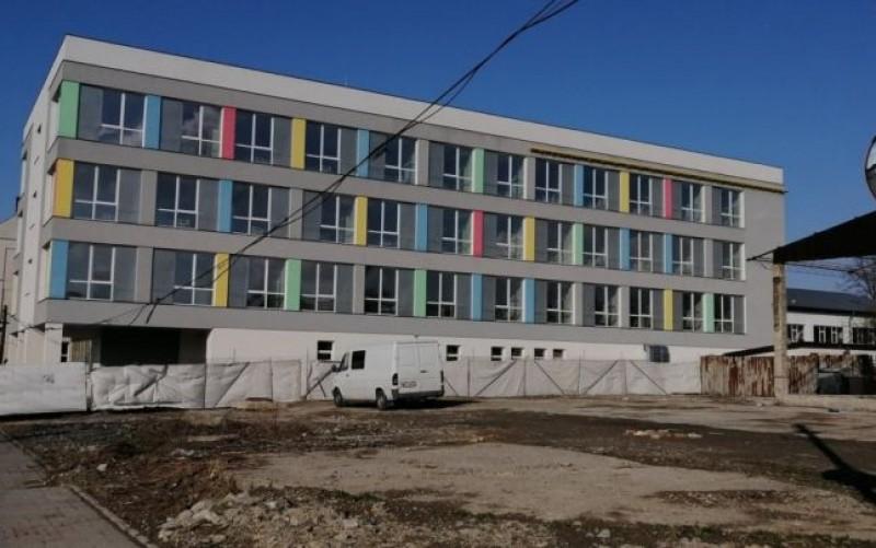 Spital ultramodern, cu lacătul pe ușă în plină criză a locurilor pentru pacienți