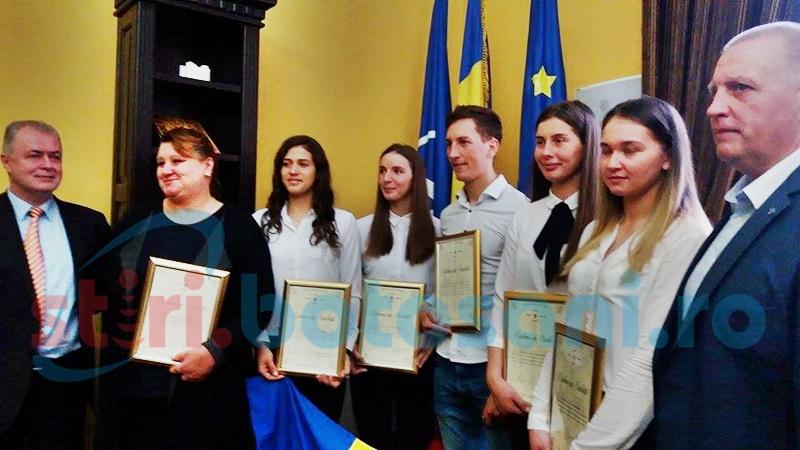 Sportivi botoșăneni premiați de municipalitate - FOTO