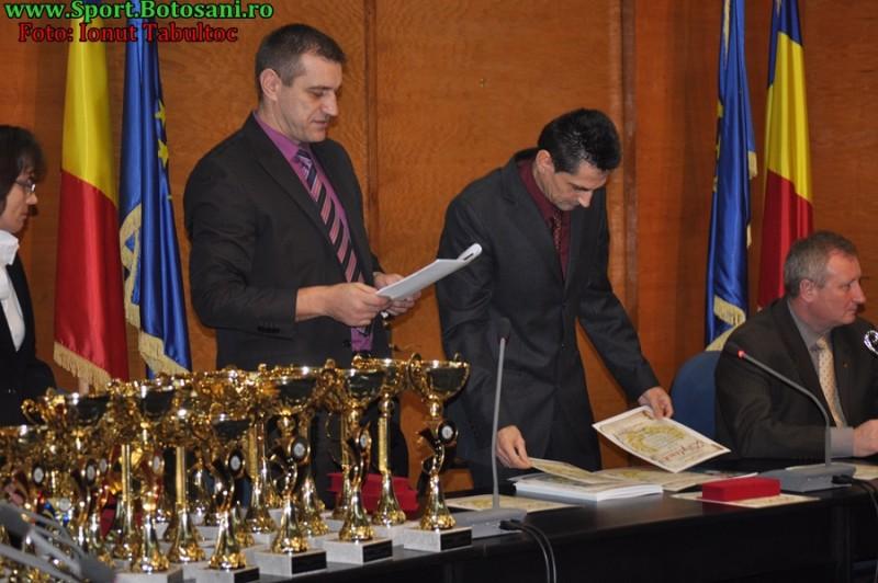 Sportivii botosaneni, premiati de prefectul Cristian Roman! Viviana Bejenariu, prima pe podium!