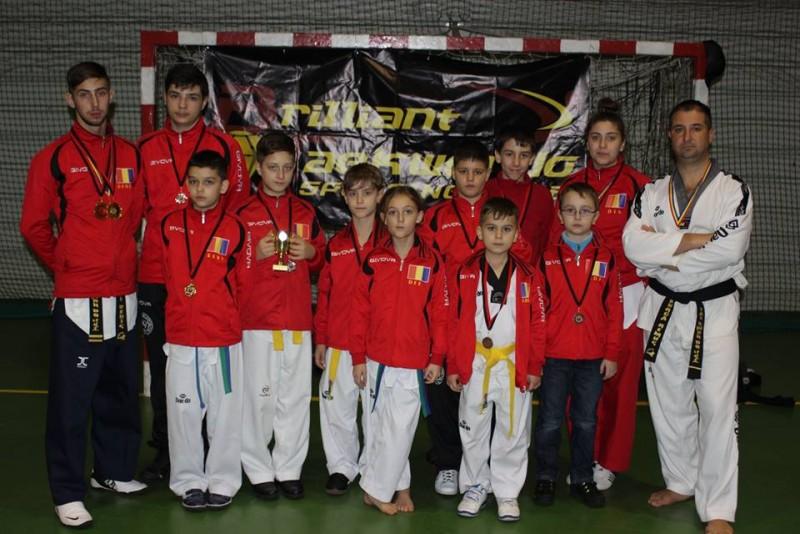 Sportivii de la Brilliant Taekwondo Sporting Club, medaliati la un turneu organizat la Targu Mures - FOTO