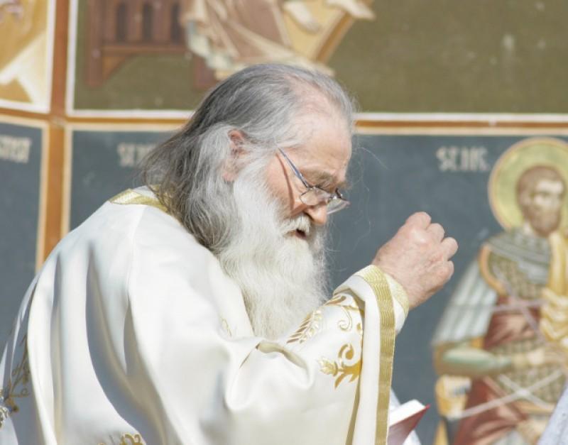 Starea sănătății Părintelui Justin se înrăutățește de la o zi la alta. Preoții sunt chemați la Petru Vodă!