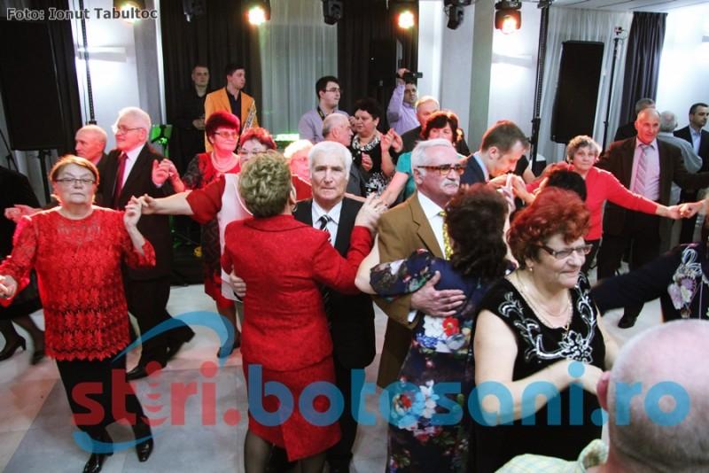 START la distractie! Pensionarii din Botosani s-au aranjat pentru Revelion! FOTO, VIDEO
