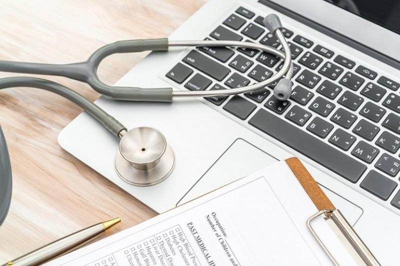 Statul obligă medicii să iasă la pensie mai târziu!