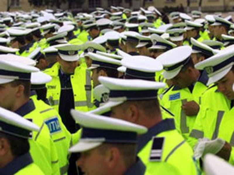 Statul plăteşte mai mult pentru salariile unor falşi poliţişti decât pentru paza şi protecţia cetăţenilor!
