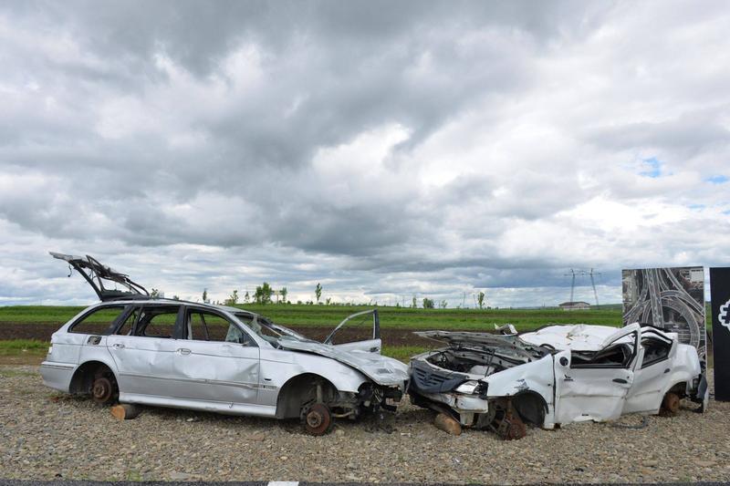 """Ștefan Mandachi, despre mașinile accidentate puse lângă """"metrul de autostradă din Suceava"""": Au șterpelit piesele de la motor, roțile de la Logan, oglinzile de la BMW"""