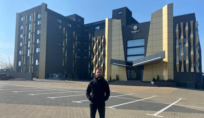 Ștefan Mandachi își pune gratuit Hotelul de 4 stele la dispoziția cadrelor medicale