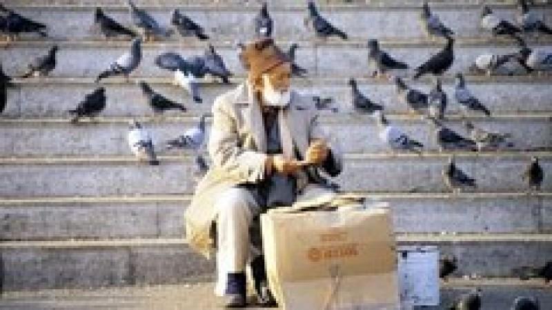 ȘTIAI? Dacă ai în grijă un bătrân, poți lucra cu jumătate de normă, dar cu salariu pentru normă întreagă!
