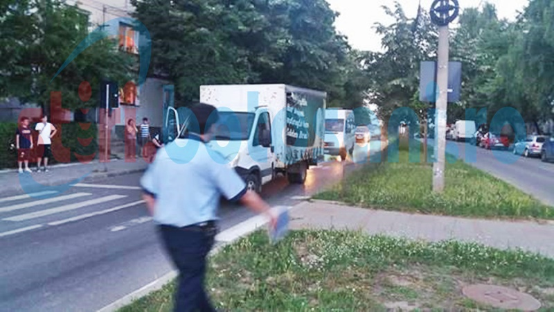 Sticle de bere împrăștiate pe șosea! FOTO