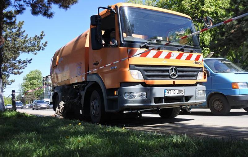Spălarea străzilor în Botoșani se extinde și pe alte zone decât cele centrale. Strada Împărat Traian va fi spălată